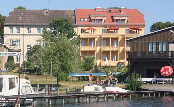 Ausßenansicht, Foto: Apartmenthaus am Grienericksee Rheinsberg