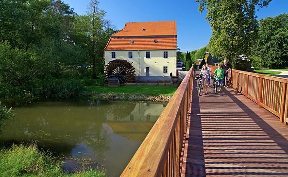 Radlerpause an der Elstermühle in Plessa, Foto: Lars Reßler Fotografie