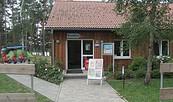 Außenansicht Touristinformation auf dem Spreewälder Seecamping, Foto: Tourismusakademie Brandenburg