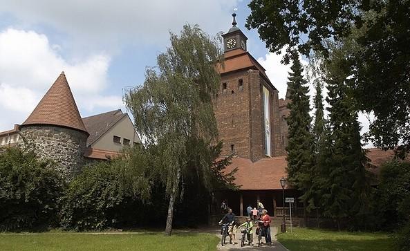 Radler am Steintor mit Külzpark in Bernau, Foto: WITO Barnim (Jürgen Rocholl)