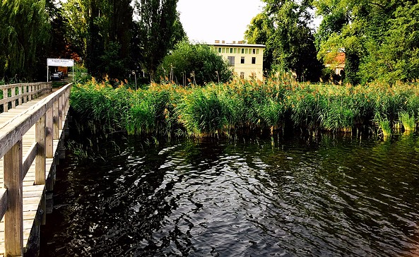 Blick vom Wasser auf das Kavalierhaus, Foto: U.Spaak