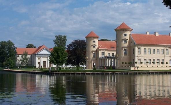 Blick auf Schloss Rheinsberg mit dem Schlosstheater © Tourismusverein Rheinsberg