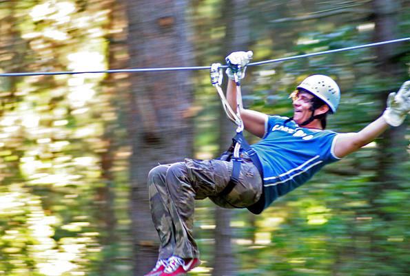 CLIMB UP! - Kletterwald ® - Abfahrt auf den Seilrutschen