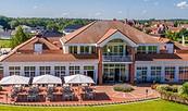 Golfpark Schloss Wilkendorf - Clubhaus mit Terrasse
