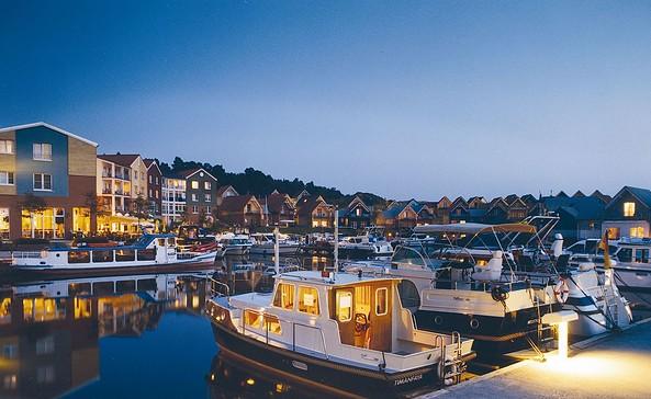 Abendstimmung im Hafendorf, Foto: Precise Resort Marina Wolfsbruch