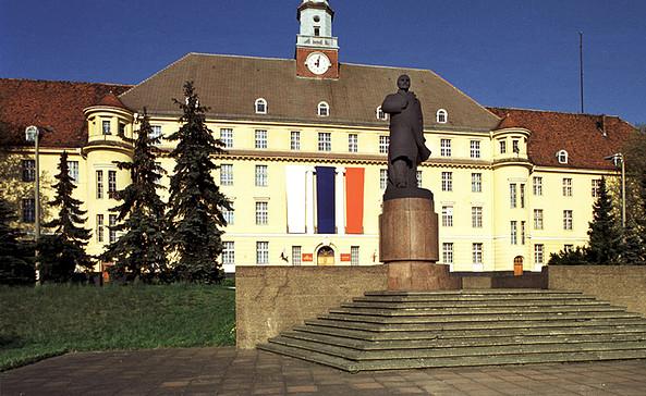 Haus der Offiziere, Foto: Bücherstadt-Tourismus GmbH