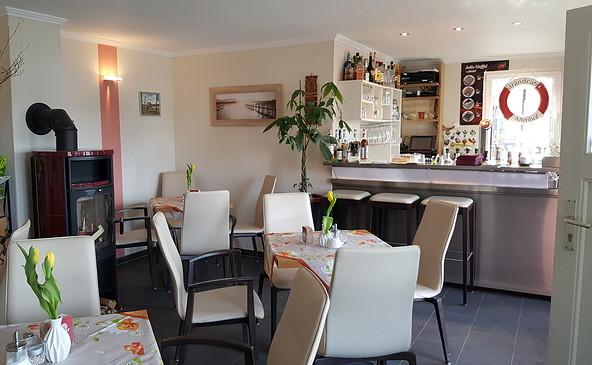 Innenraum im Strandcafe Altenhof, Foto: Heike Henke