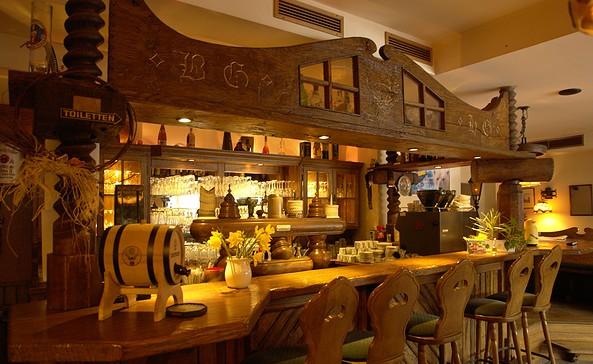 "Bar im Restaurant Jägerheim, Foto: Hotel & Restaurant am Liepnitzsee ""Jägerheim"""