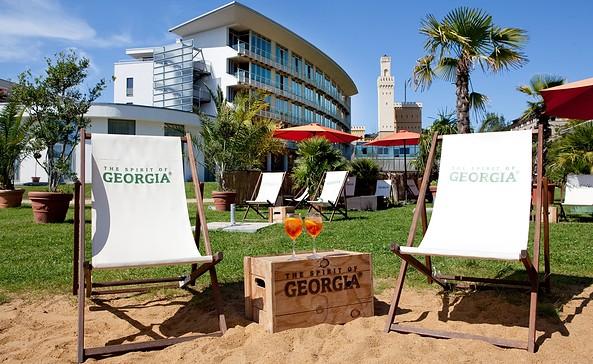 Relaxen an der Strandbar des arcona HOTEL AM HAVELUFER