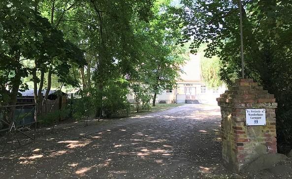 Einfahrt Ev. Freizeit und Wanderhaus Carmzow, Foto: Anet Hoppe