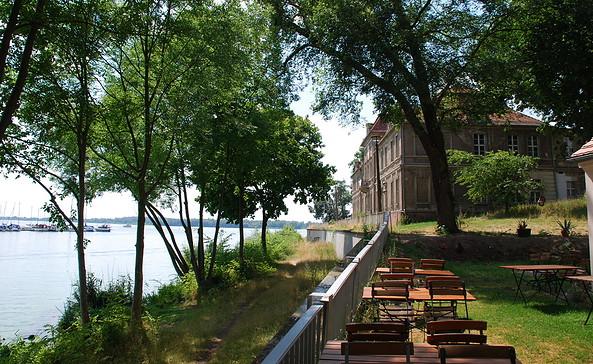 Schloss Schänke - Terrasse, Foto: Tourismusverband Havelland