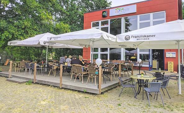 Terrasse Restaurant artTisch_Marina Marienwerder, Foto: TMB/Heidi Walter