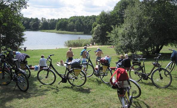 Kühle Erfrischung bei der Tour, Foto: Radtouren mit Pause