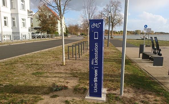 E-Bike Ladestation am Norufer in Prenzlau, Foto: tmu GmbH