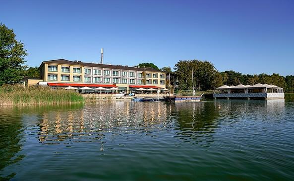Blick auf den See im Sommer, Foto: Seehotel Berlin-Rangsdorf