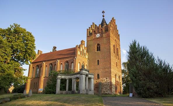 Dorfkirche in Linum, Foto: ScottyScout
