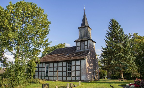Außenansicht der Dorfkirche Braunsberg, Foto: ScottyScout