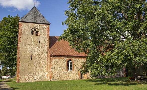 Außenansicht der Kirche Dorf Zechlin, Foto: ScottyScout