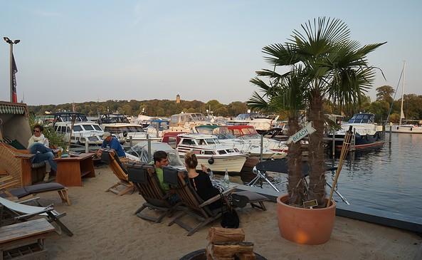 """Restaurant """"Capriole"""" in der """"Marina am Tiefen See"""", Foto: Jan Hoffmann"""
