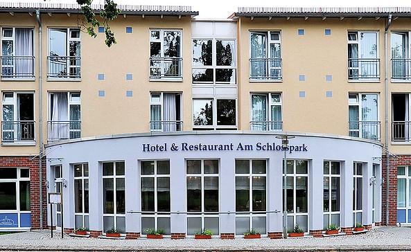 Hotel & Restaurant Am Schlosspark in Dahme/Mark - Außenansicht, Foto: Beate Steinhagen