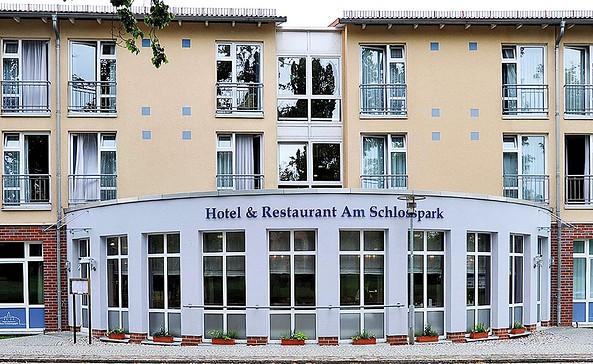 Außenansicht Hotel & Restaurant Am Schlosspark, Foto: Beate Steinhagen