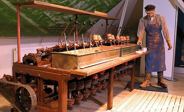 Brillenglasschleifen, Anfang des 19. Jh, Foto: sylwet/Optik-Industrie-Museum Rathenow