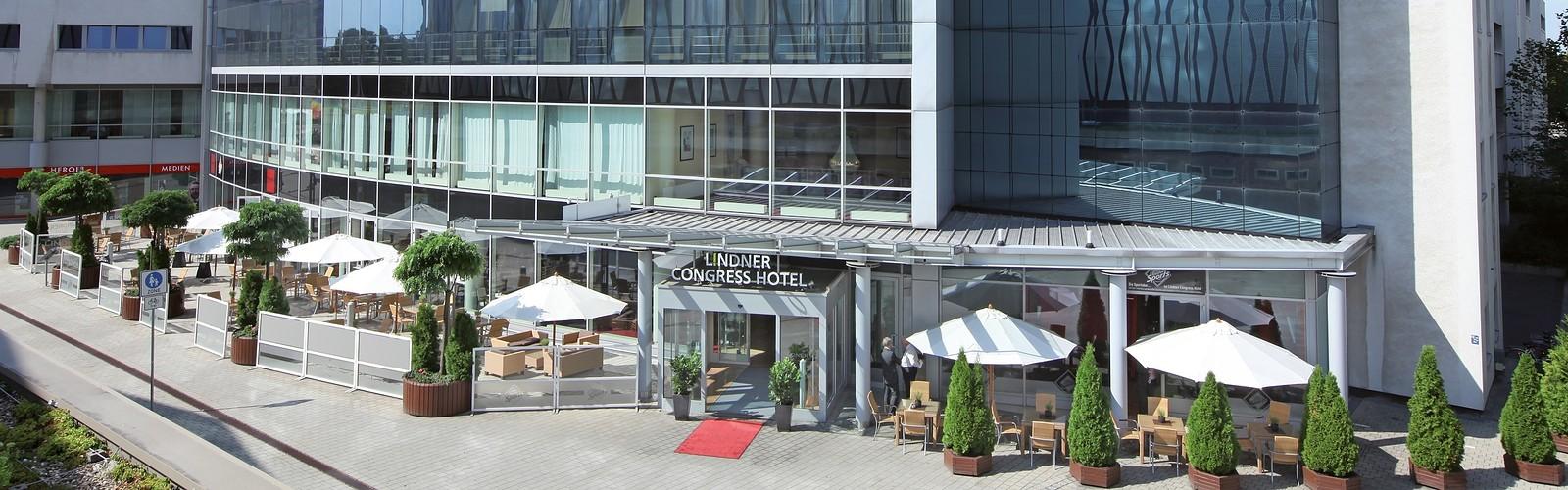 Hoteleingang, Foto: Lindner Congress Cottbus