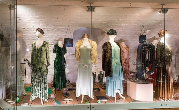 Ausstellungsraum der 60er Jahre im Modemuseum Schloss Meyenburg, Foto: Modemuseum Schloss Meyenburg