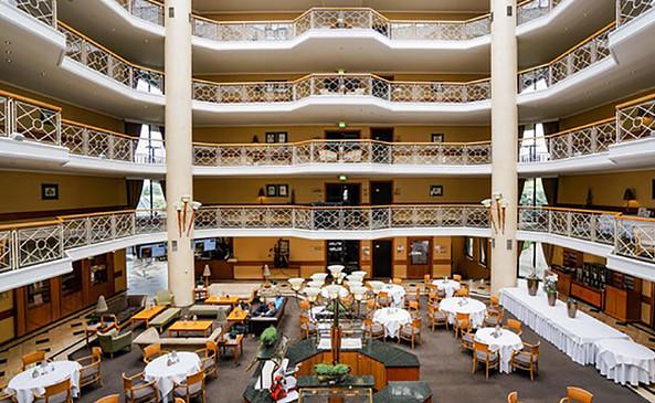 Atrium Restaurant im Van der Valk Hotel Berlin Brandenburg, Foto: Van der Valk Hotel