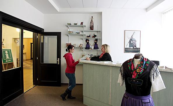 """Touristinformation im Kulturzentrum """"DAS HAUS"""" in Altes Lager, Foto: DAS HAUS"""