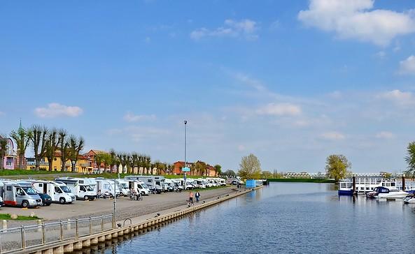 Caravanstellplatz am Nedwighafen