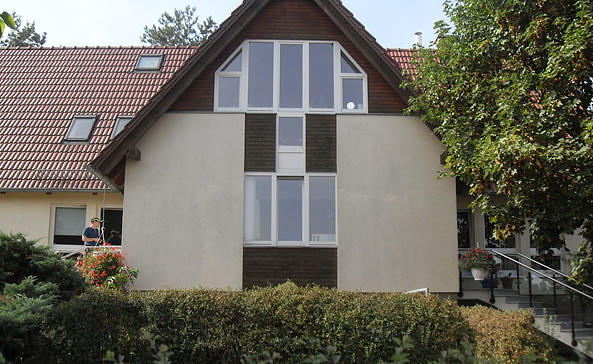 Hinter diesen unscheinbaren Mauern befindet sich die Kleine Galerie, Foto: TEG