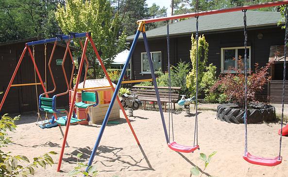 "Spielplatz im Waldrestaurant ""Tiefer See"" Prieros, Foto: Tourismusverband Dahme-Seen e.V. / Pauline Kaiser"