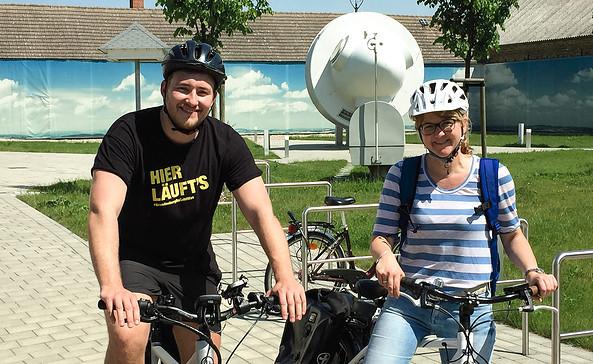 Mit E-Bikes auf der Energieroute unterwegs, Foto: Förderverein des Neue-Energien-Forum Feldheim e.V
