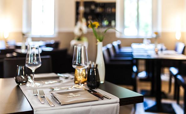 Stilvoll genießen im Restaurant von Bora, Foto: Albrechtshof Hotel Betriebs GmbH