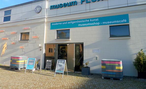 Haupteingang vom museum FLUXUS+ über den Schirrhof, Foto: museum FLUXUS+