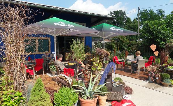 Sommerterrasse im Café, Foto: Peter Kramer