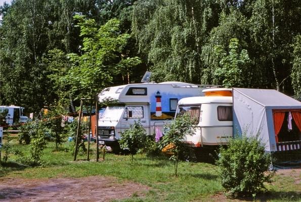 Wohnwagen auf dem Platz