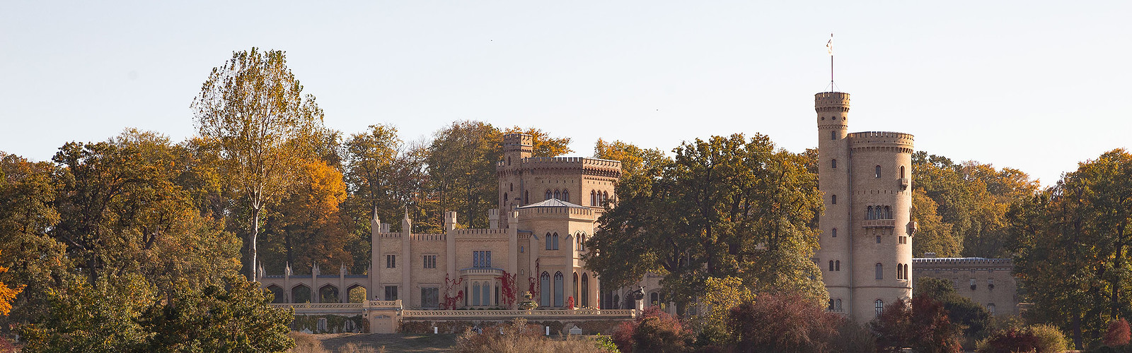 Kanu vor Schloss Babelsberg (c) SPSG PMSG André Stiebitz