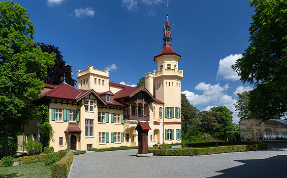 Hubertushöhe Palace: film and television in a historic setting