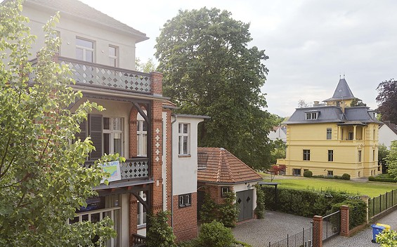 "Guided Walking Tour ""Babelsberg – Film Stars, Mansions, History"""