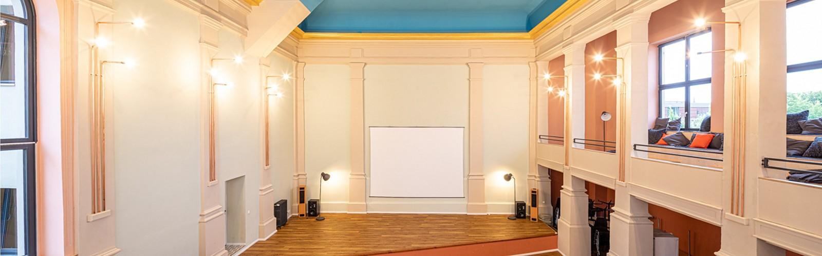 Saal mit Bühne, Foto: Raumquartier