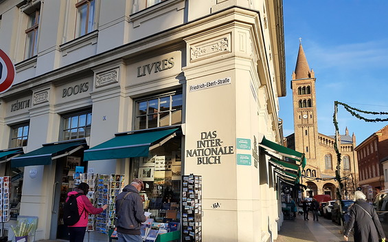 """Internationales Buch"" OHG book store"