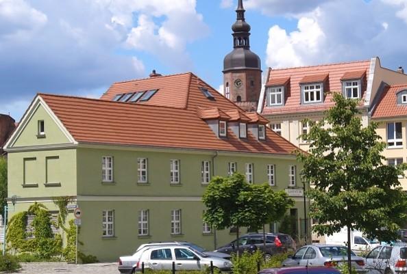 Spremberg Mühlenplatz im Hintergrund die Kreuzkirche, Foto: TV Spremberg e.V.