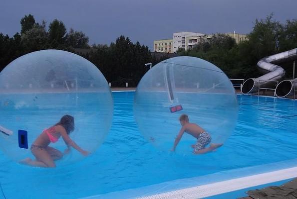 Wasserbälle, Foto: Freizeit- und Erholungszentrum Großräschen
