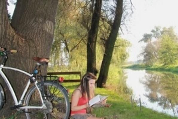 Radlerin beim Rasten, Foto: Uwe Krengel
