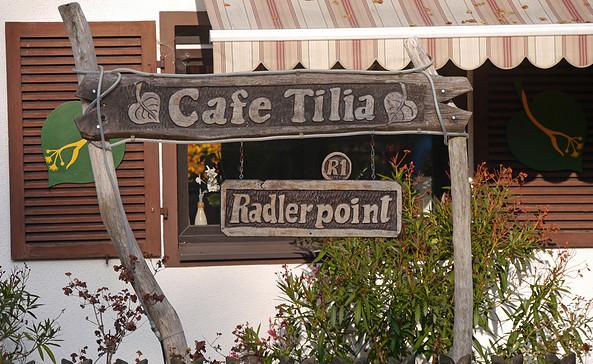"E-Bike-Ladestation am Café ""Tilia"", Foto: Andreas Jautze"