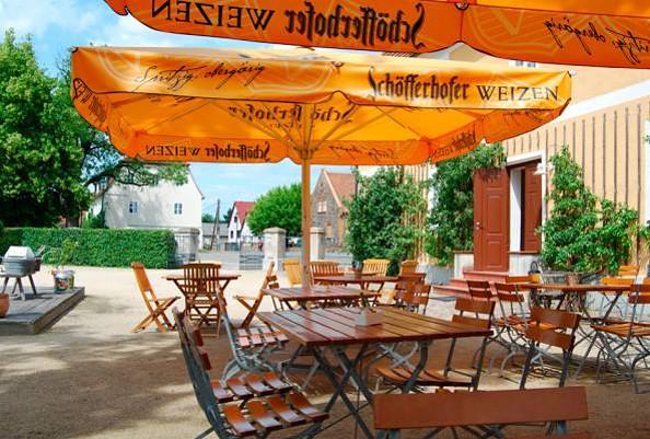 """Historischer Gasthof """"Zum Hirsch"""" in Fürstlich Drehna - Biergarten"""