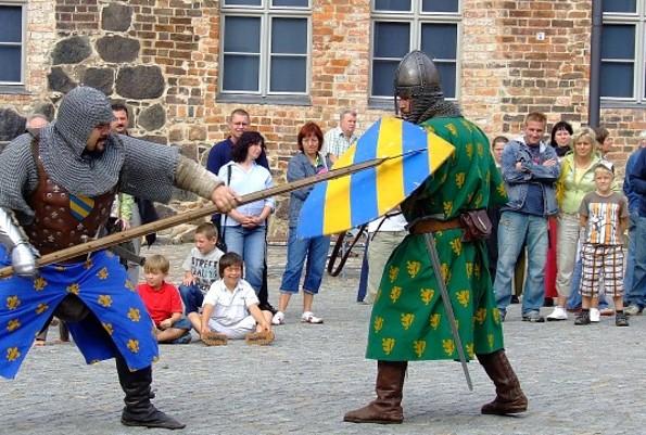 Spektakel beim Askanierwochenende auf der Burg Ziesar, Foto: Bischofsresidenz Burg Ziesar