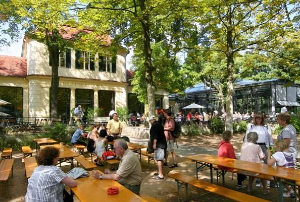 """Terrasse vor dem Mövenpick Restaurant """"Zur Historischen Mühle"""", Foto: Mövenpick Restaurant """"Zur Historischen Mühle"""""""